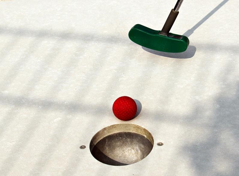 זזים בכיכר דניה - מיני גולף