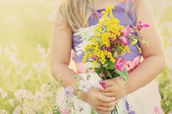 זזים בכיכר דניה - שזירת פרחים