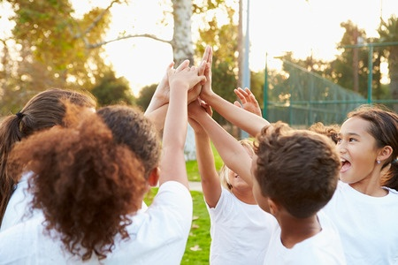 שוק יד 2 לקראת החזרה לבית הספר עם הפעלות לילדים
